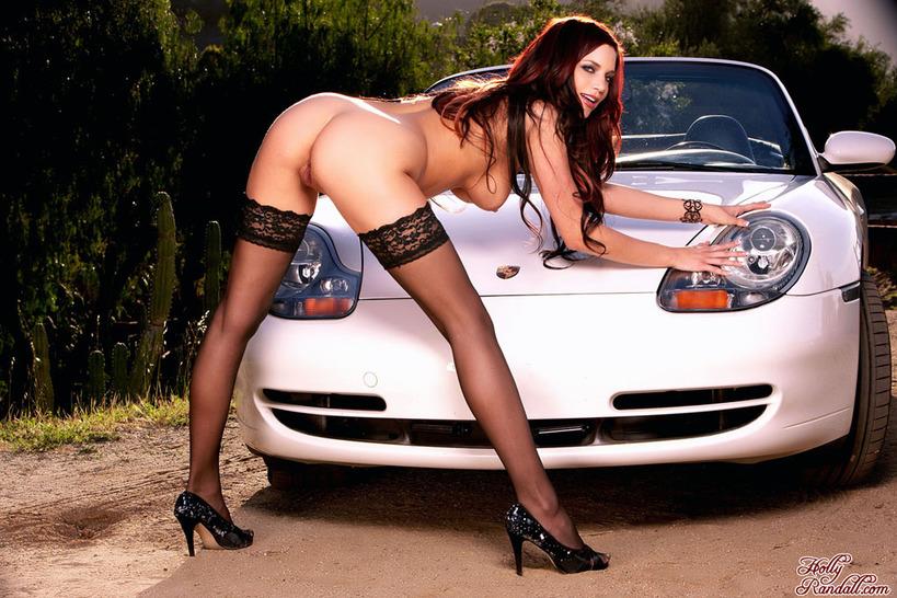 фото во весь рост голых девушек на заднем сидении авто