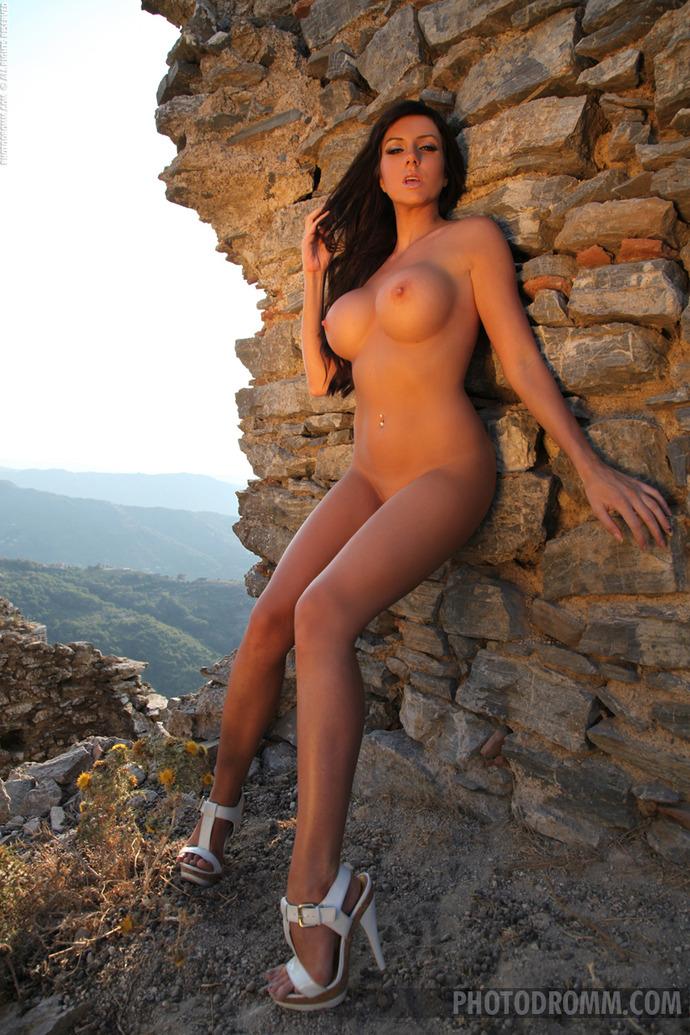 упругая голая грудь фото