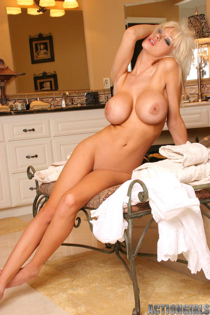 busty-jill-nude